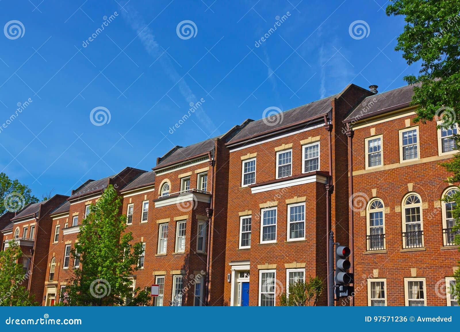 Historyczni czerwonej cegły domy miejscy w Georgetown sąsiedztwie washington dc, usa