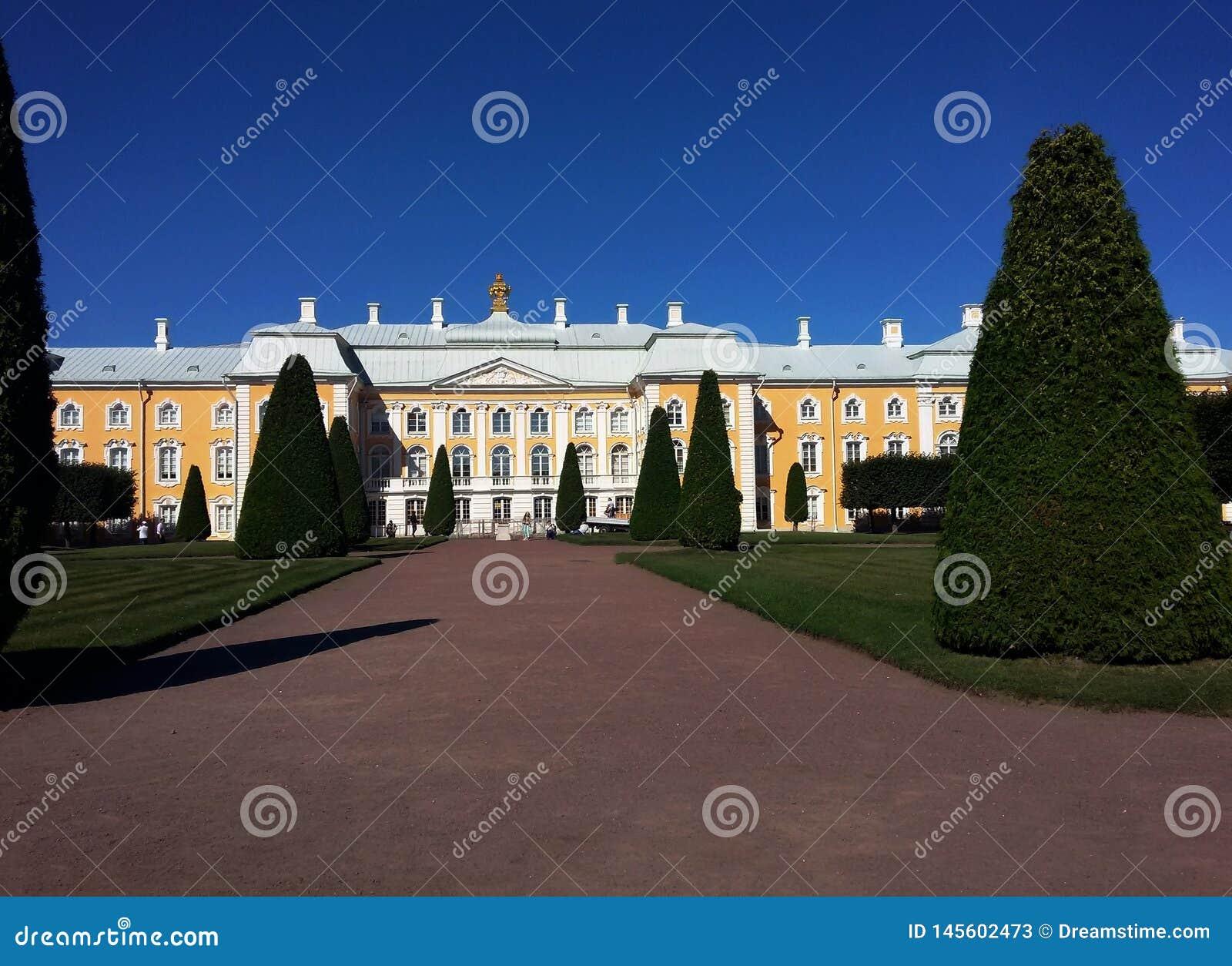 Historyczny budynek w Petegroff, Rosja Pa?ac Lato pi?kny widok