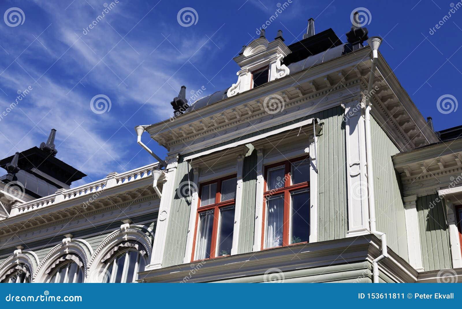 Historyczny dom dzierźawca, teraz lokalowa firma