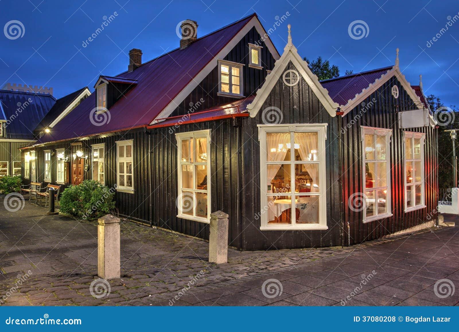 Download Historyczny Dom W Reykjavik, Iceland Zdjęcie Stock - Obraz złożonej z zmierzch, aleja: 37080208
