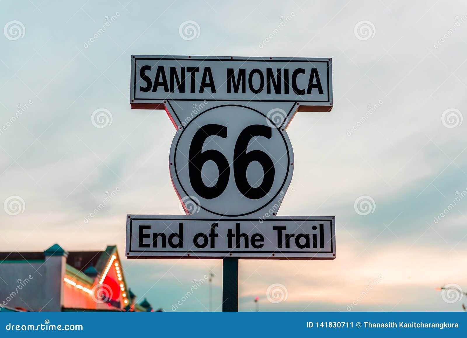 Historyczny trasy 66 znak przy Snata Monica Kalifornia