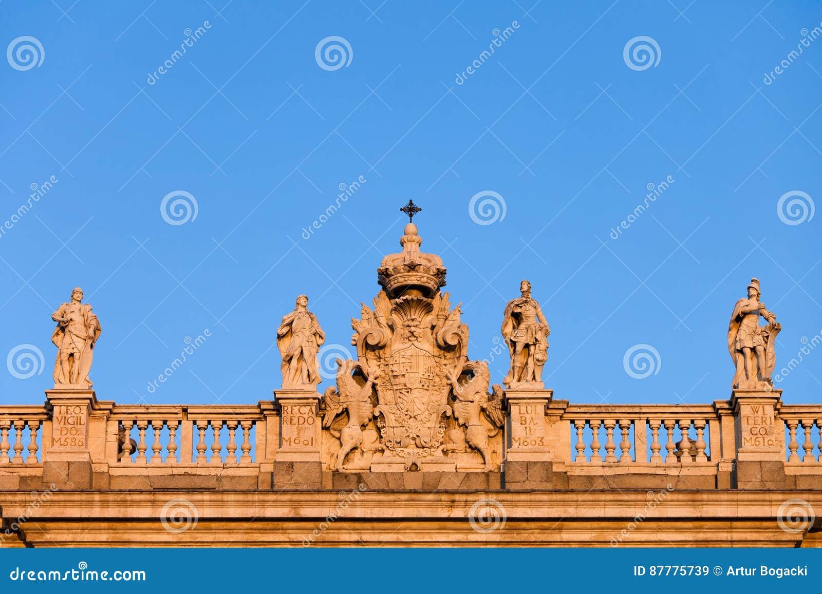 Hiszpania żakiet ręki na Royal Palace w Madryt