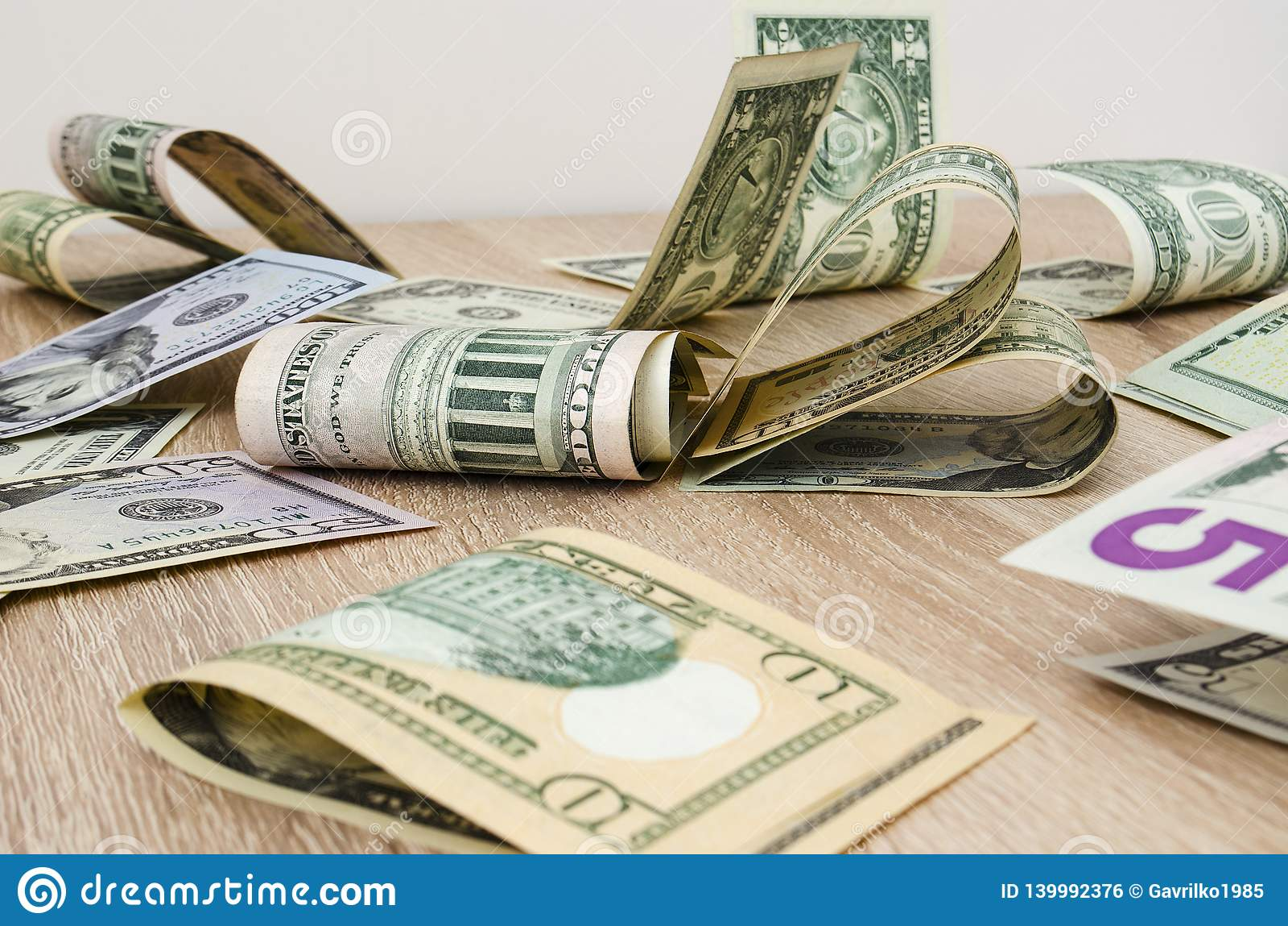 Hjärta av amerikanska dollarräkningar