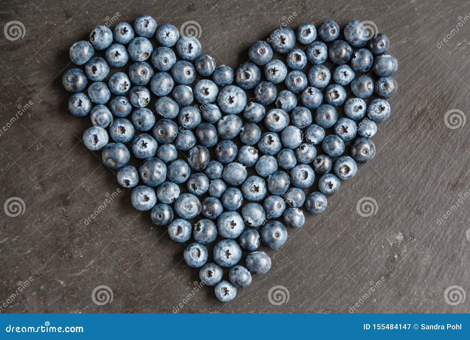 Hjärta av blåbär kritiserar på plattan