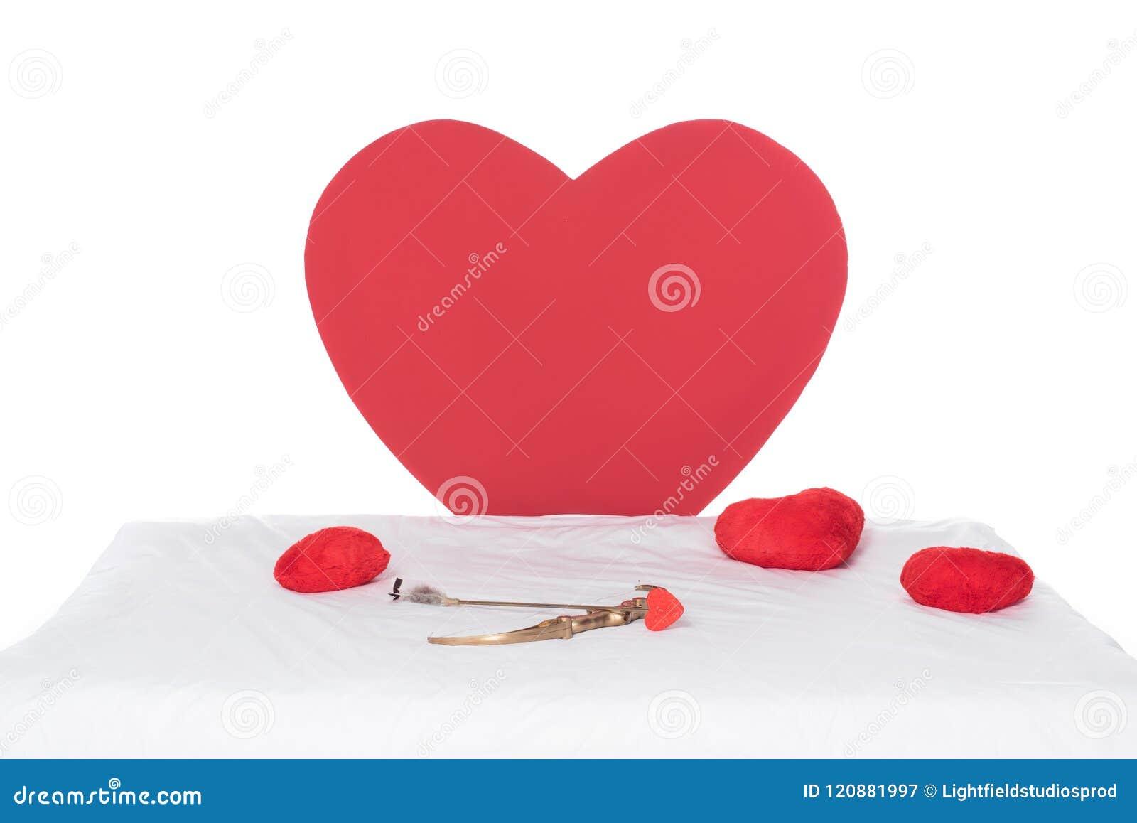 Hjärtakuddar, vingar, pilbåge och pil