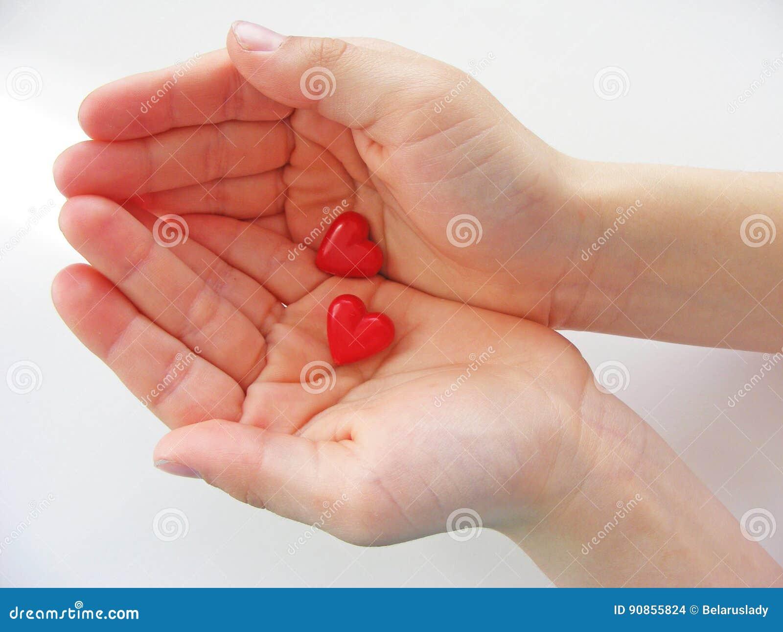Hjärtor i barnhänderna