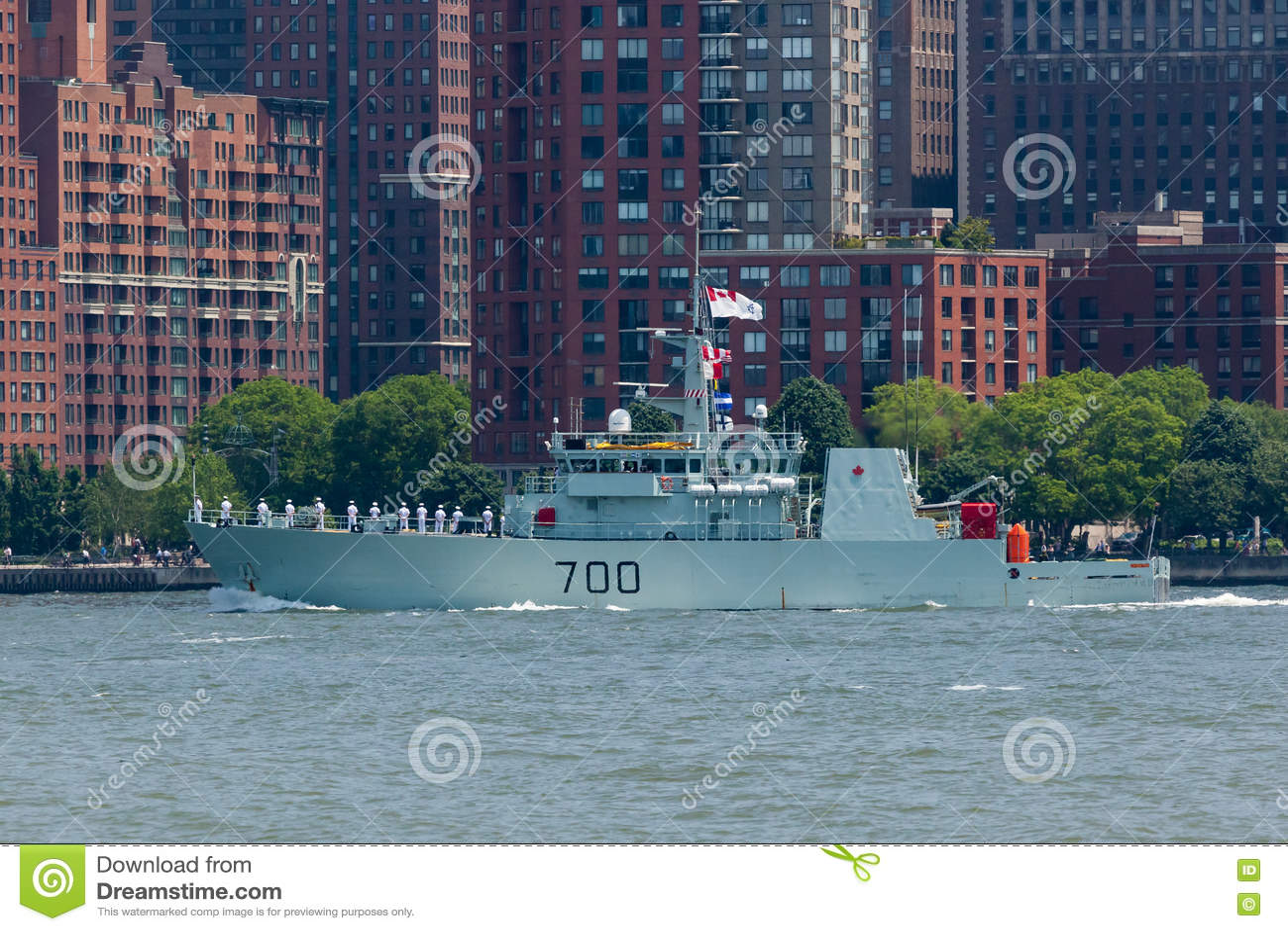 HMCS Кингстон на неделе флота