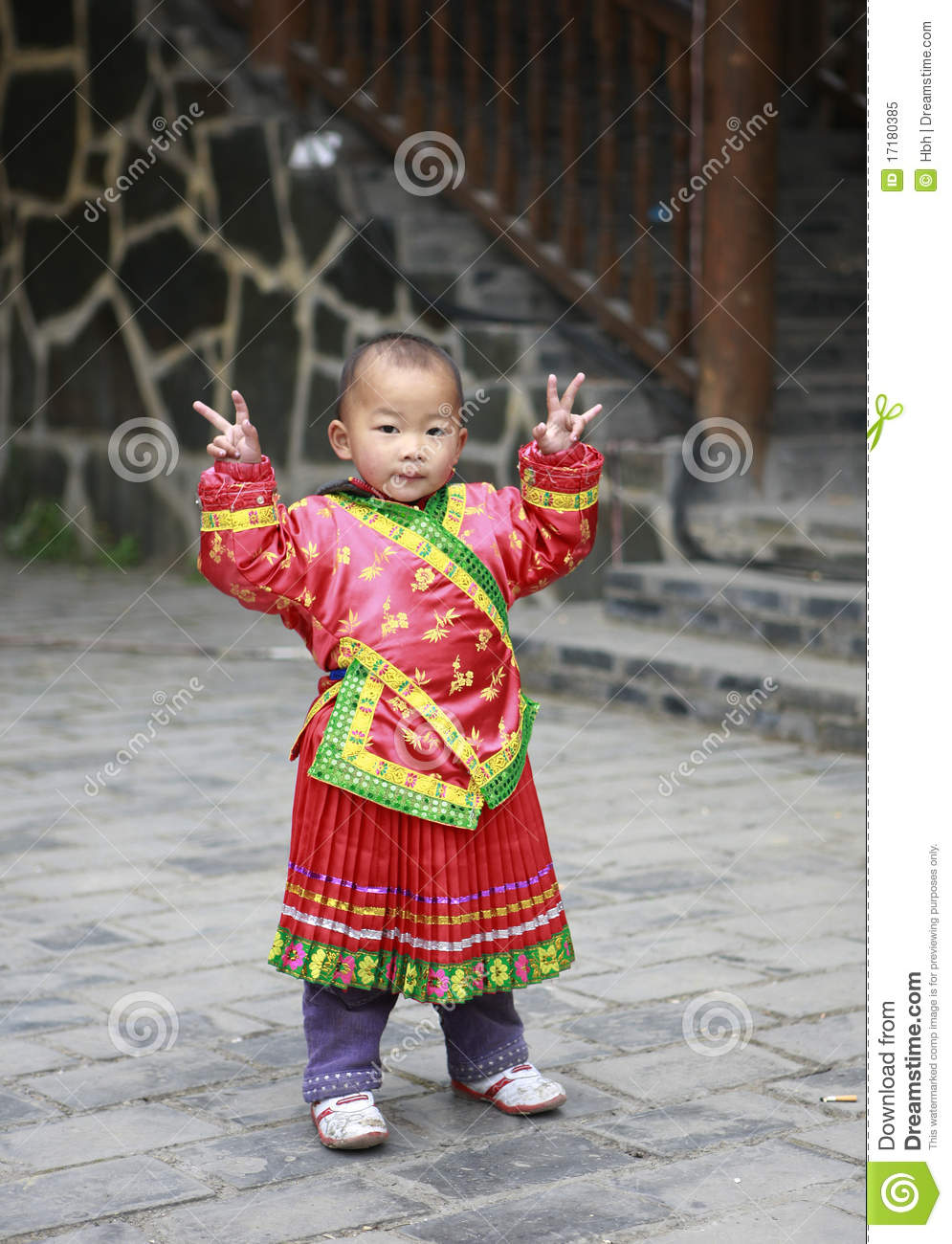 The hmong population 84 of the total population in 2010 is the hmong