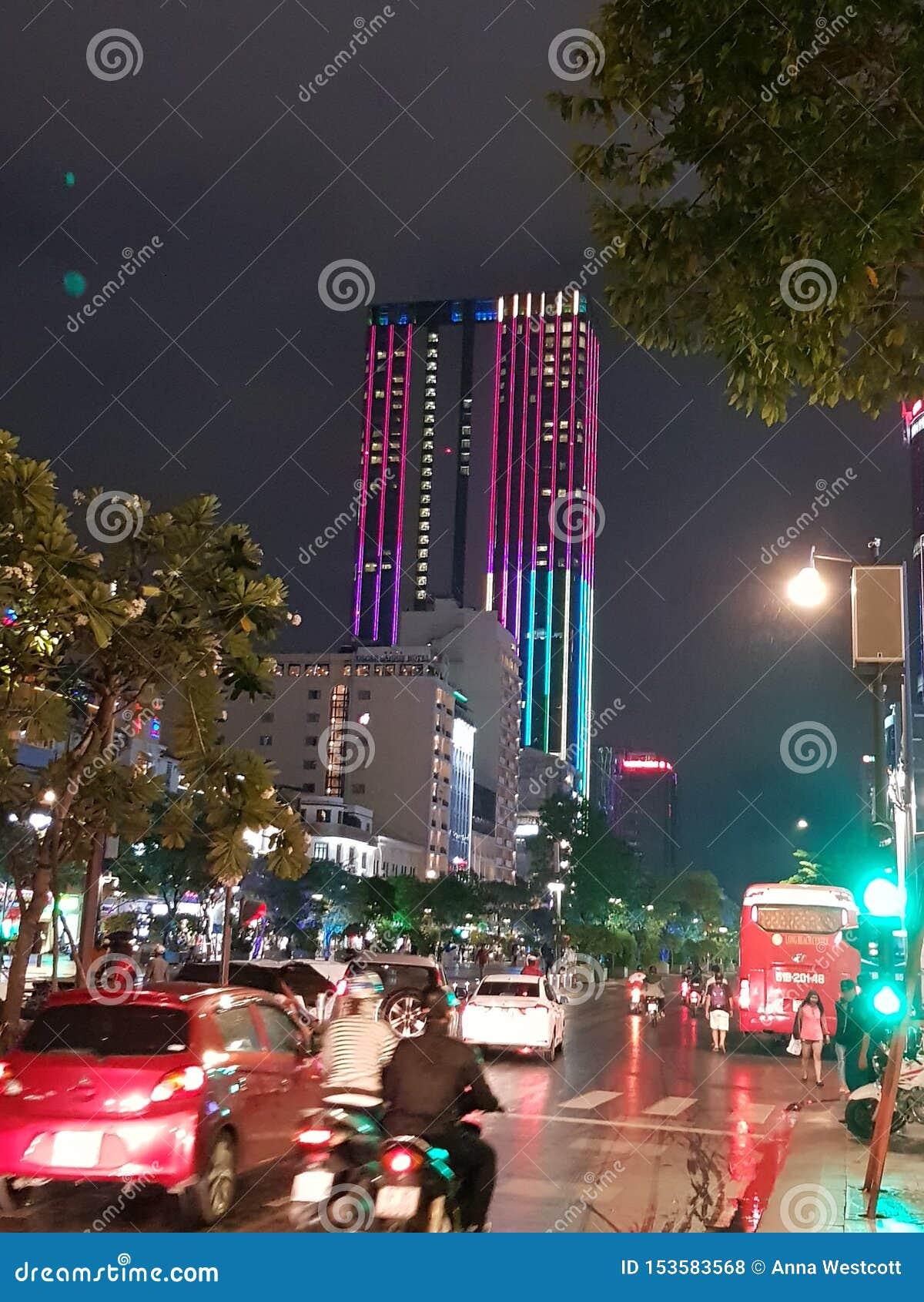 Ho Chi Min miasto Wietnam nocą
