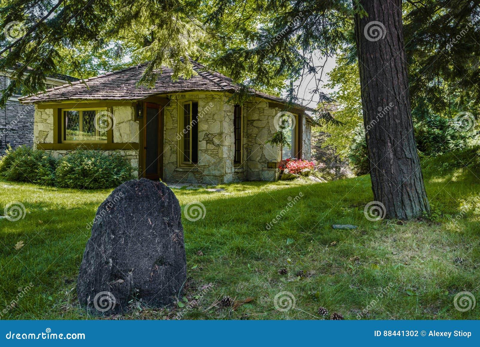 hobbit haus redaktionelles stockfotografie bild 88441302. Black Bedroom Furniture Sets. Home Design Ideas