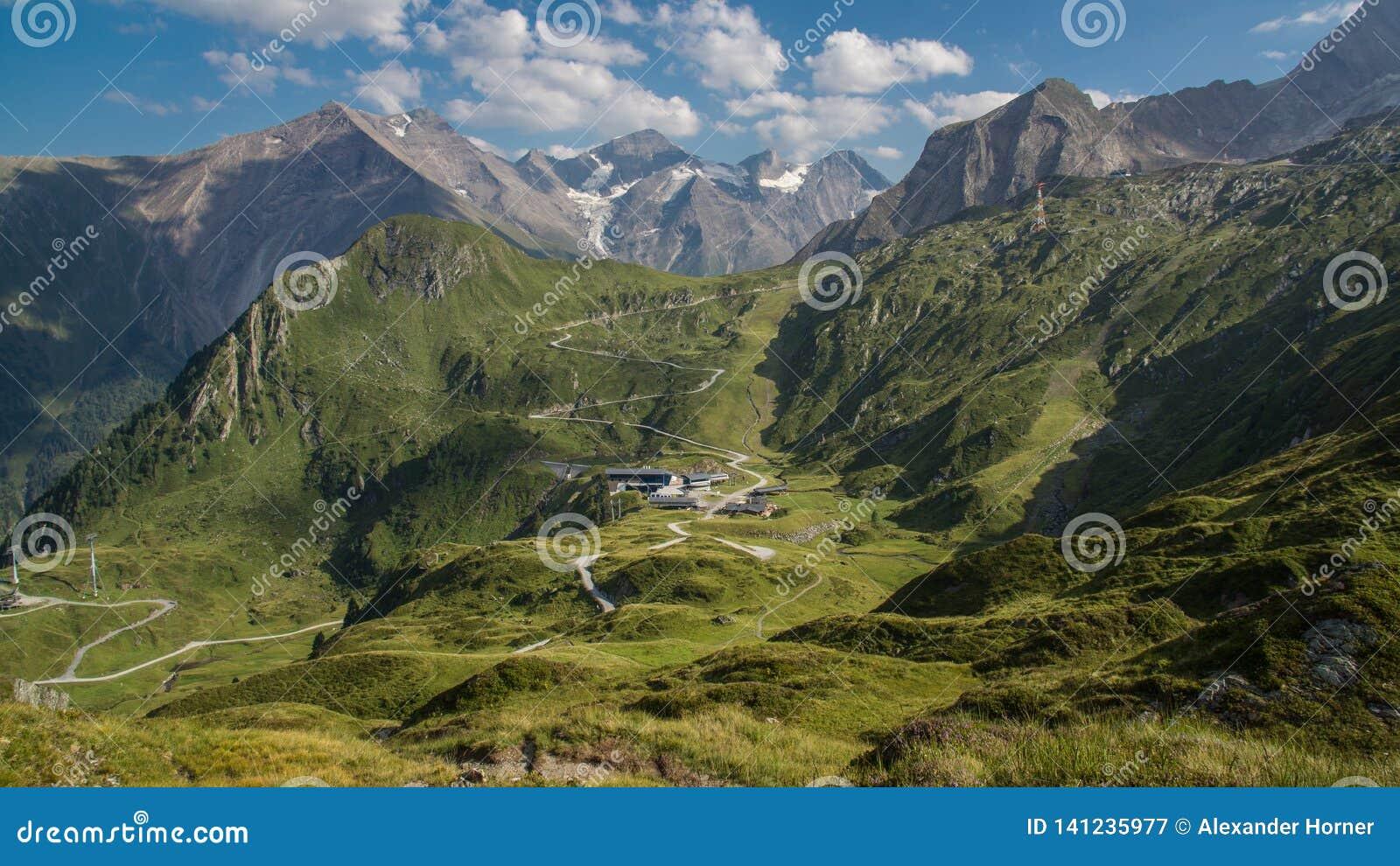 Hochauflösendes alpines Panorama