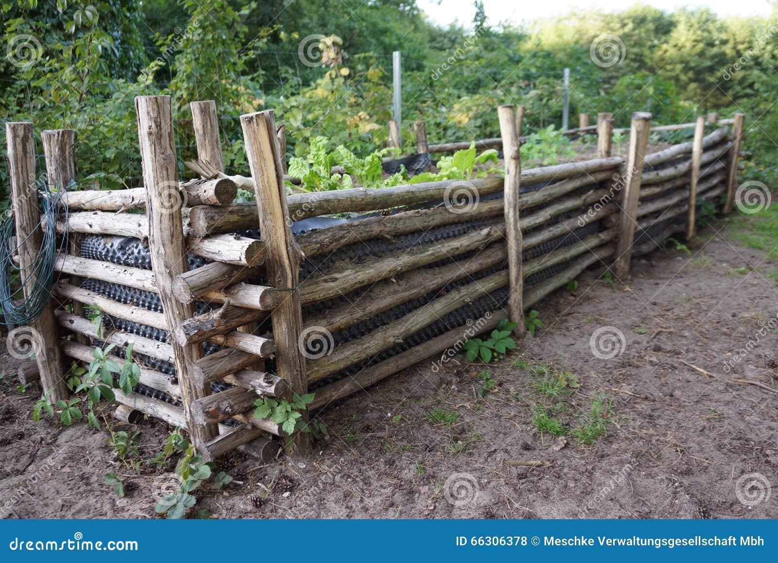 Hochbeet Mit Anlagen Stockfoto Bild Von Nahrung Zaun 66306378