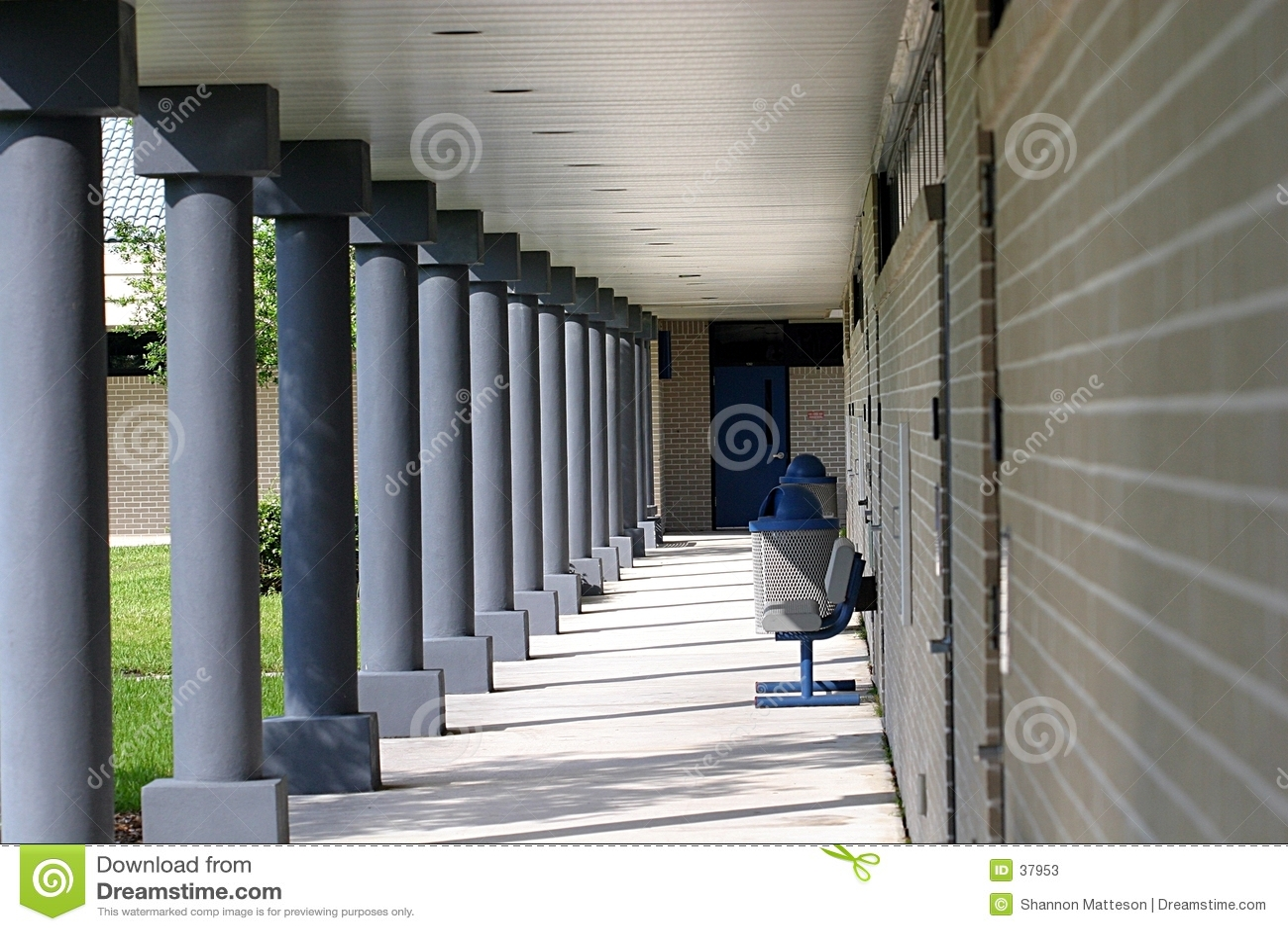 Download Hochschule Corridoor stockbild. Bild von ziegelstein, gehweg - 37953