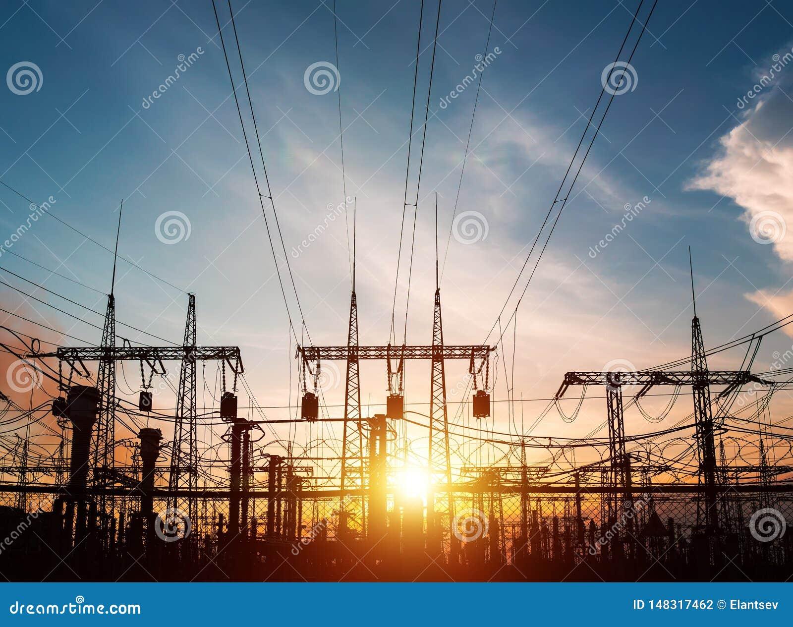 Hochspannungsleitungen Stromverteilungsstation Elektrischer HochspannungsFreileitungsmast Verteilung elektrisches substa