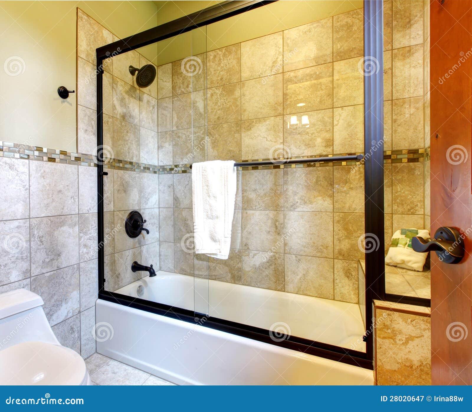 hochwertige duschen badewanne mit stein stockbild bild. Black Bedroom Furniture Sets. Home Design Ideas