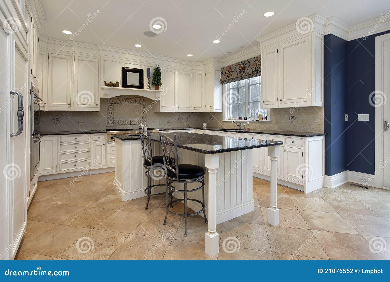 Hochwertige Küche Mit Granitinsel Stockfoto - Bild von schrank ...