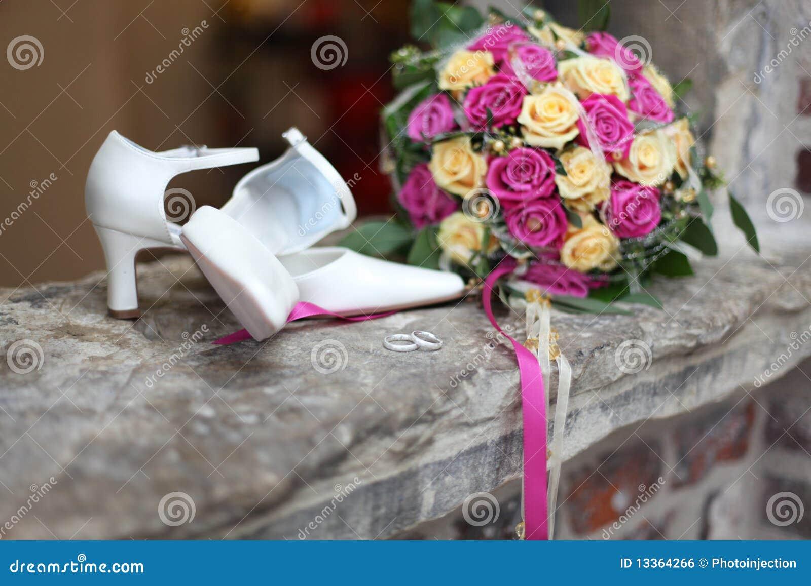 Foto Accessoires Hochzeit | Hochzeit Accessoires Stockfoto Bild Von Verwischt Ehemann 13364266