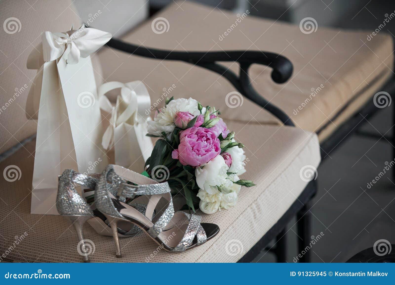 Hochzeit Blumenstrauss Von Rosa Weissen Blumen Und Von Grun Ist In