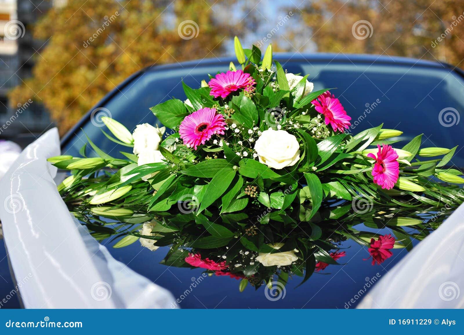 Hochzeitsblumen Auf Auto Stockbild Bild Von Liebe Blumenstrauss