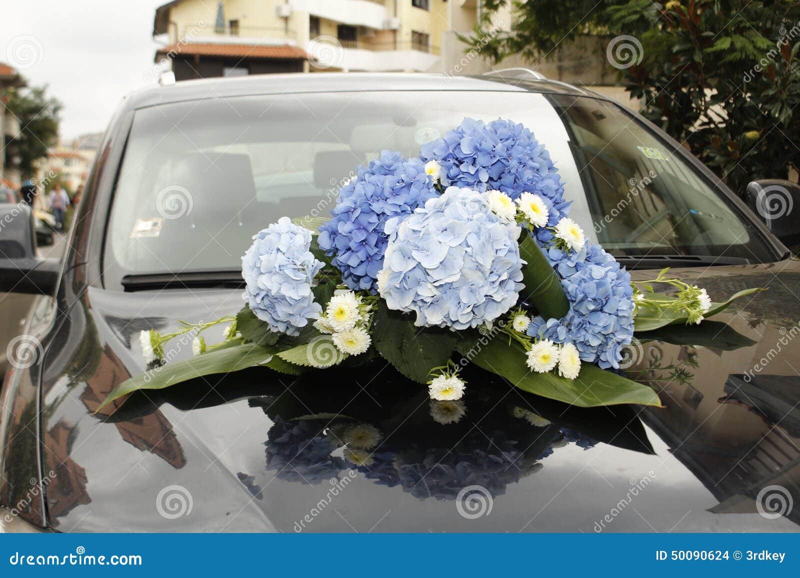 Hochzeitsblumen Auf Einem Teuren Auto Stockfoto Bild Von Auto