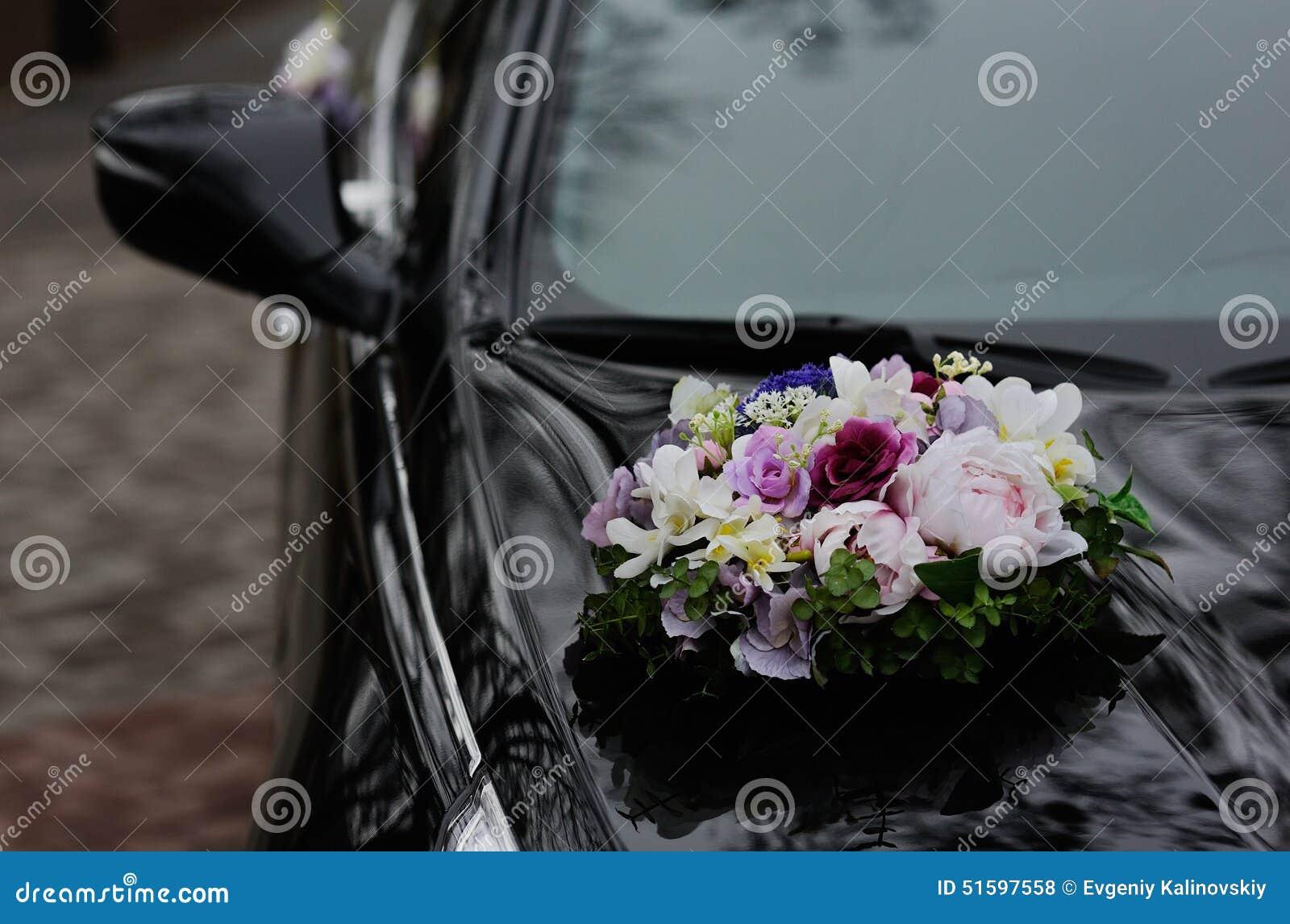 Hochzeitsblumen Eines Schwarzen Autos Stockfoto Bild Von Floral