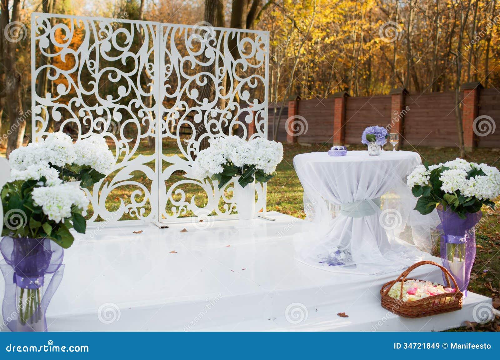 Hochzeitsdekoration Im Garten. Lizenzfreie Stockbilder - Bild ...