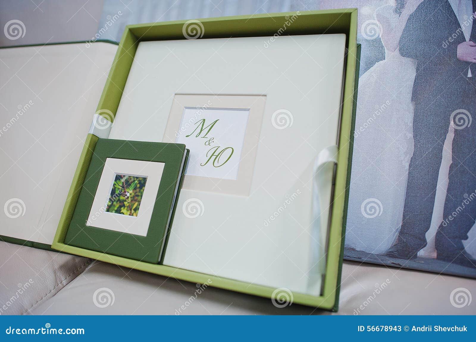 Hochzeitsfotobuch Des Grunen Und Weissen Leders Stockbild Bild Von