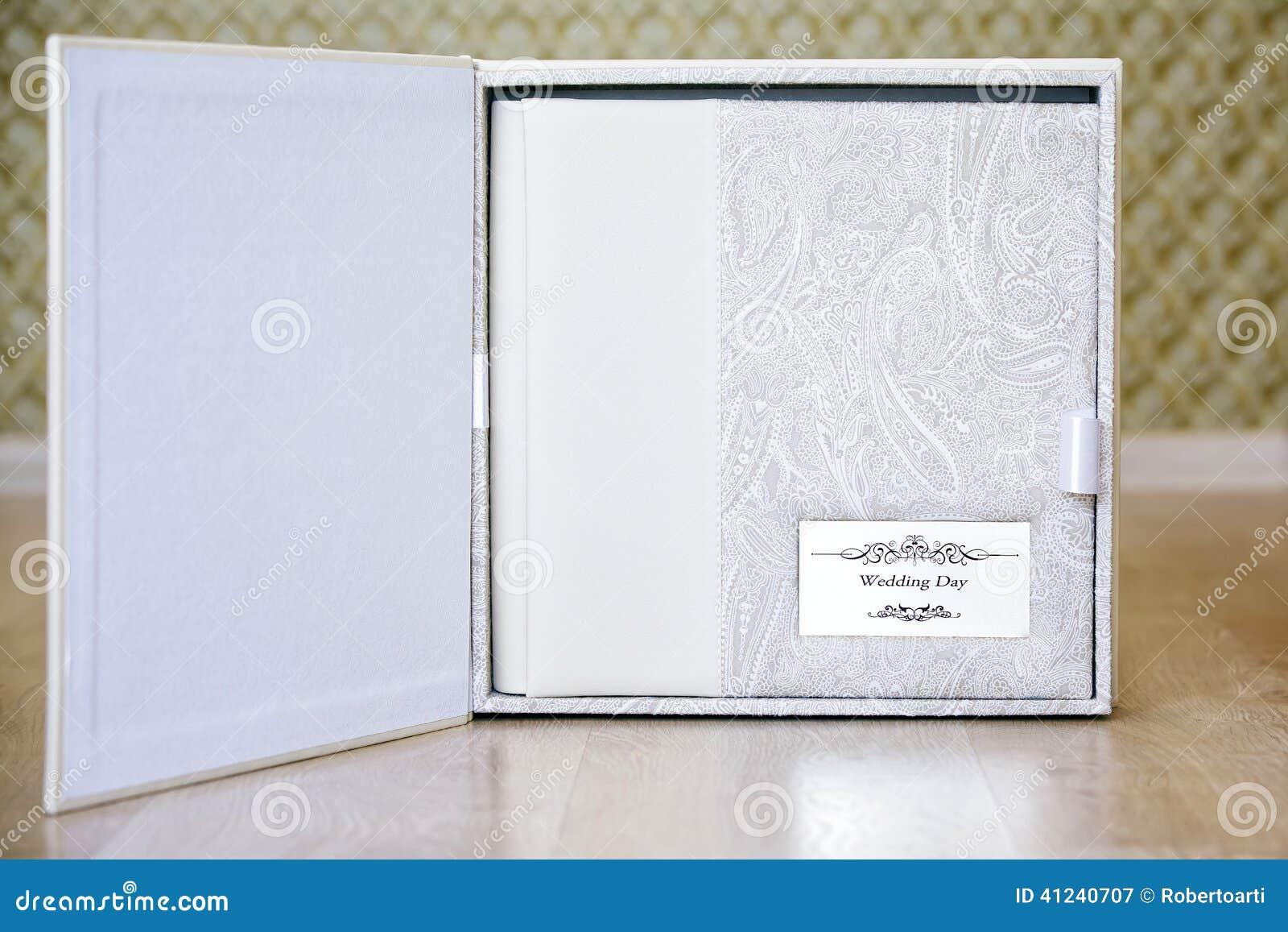 Hochzeitsfotobuch Mit Leder Kombinierte Abdeckungs Und Metallschild