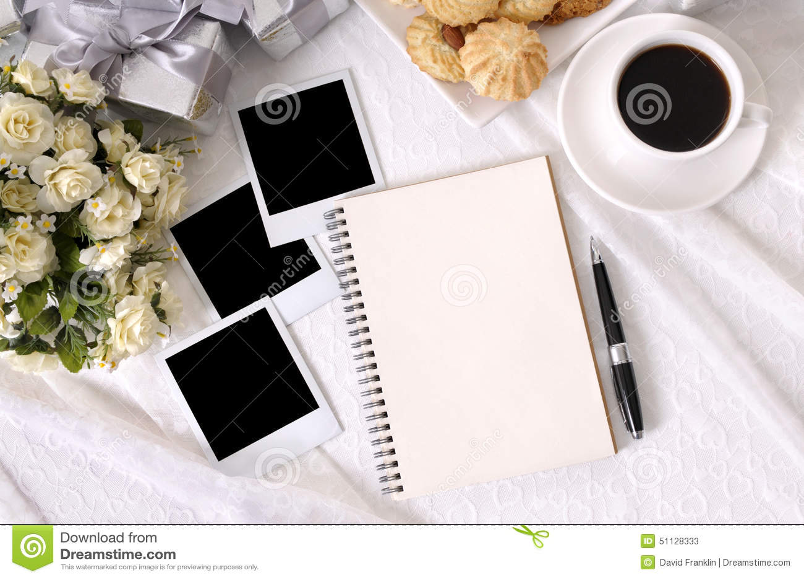 Hochzeitsgeschenke und Fotoalbum