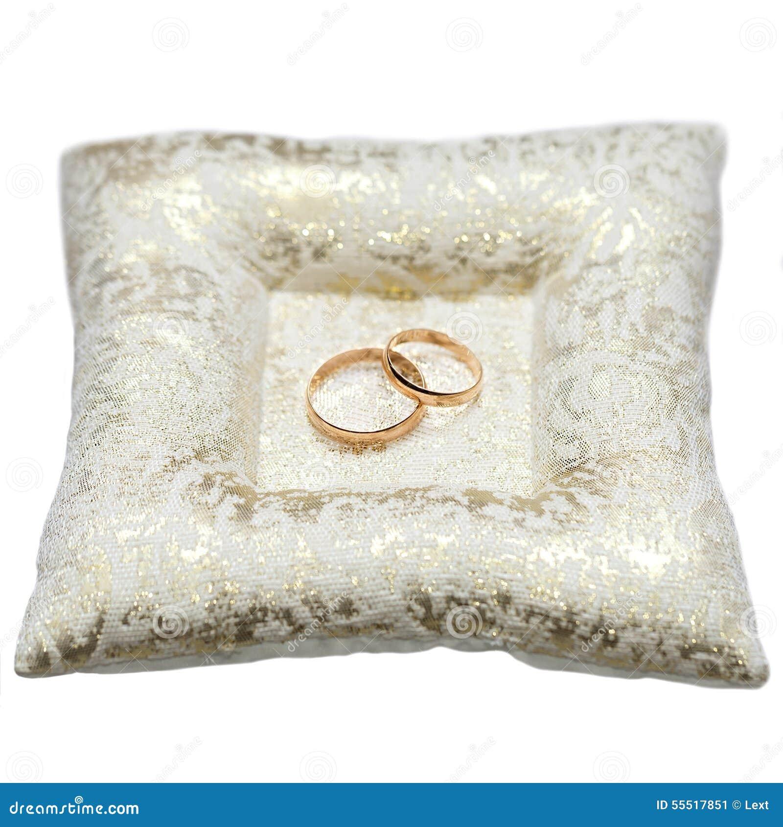 hochzeitsgoldringe braut und br utigam auf dekorativem kissen stockfoto bild 55517851. Black Bedroom Furniture Sets. Home Design Ideas