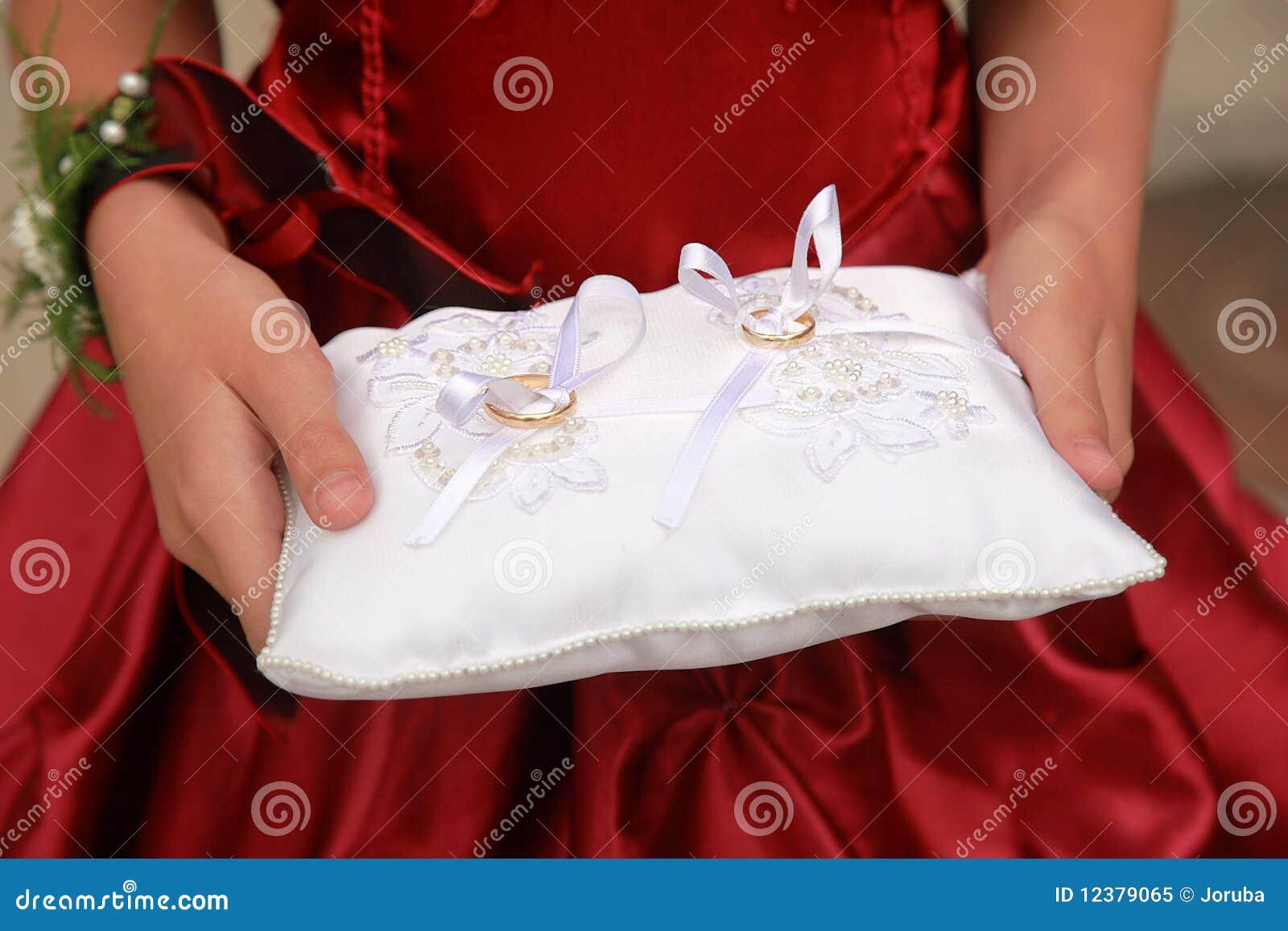 Hochzeitsringe Auf Kissen Stockbild Bild Von Verpflichtung 12379065