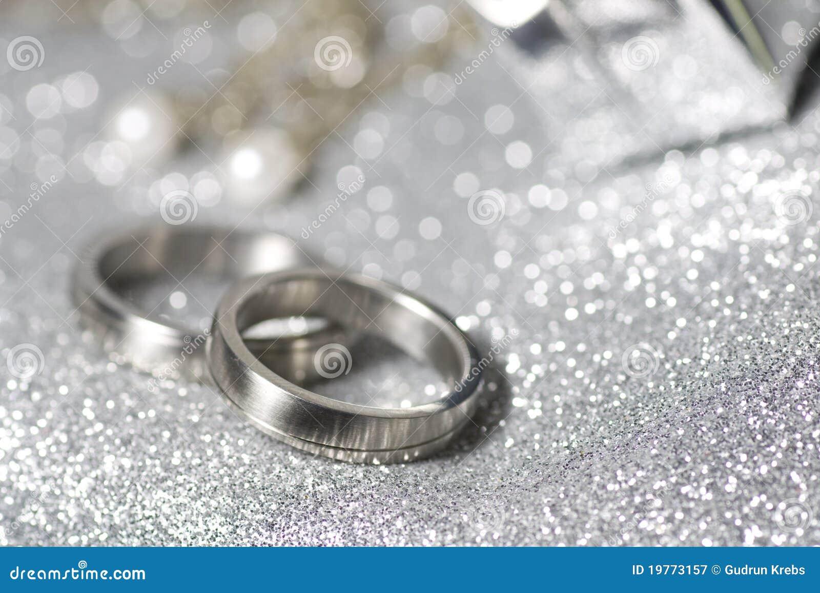 Hochzeitsringe Im Silber Lizenzfreie Stockfotografie - Bild: 19773157