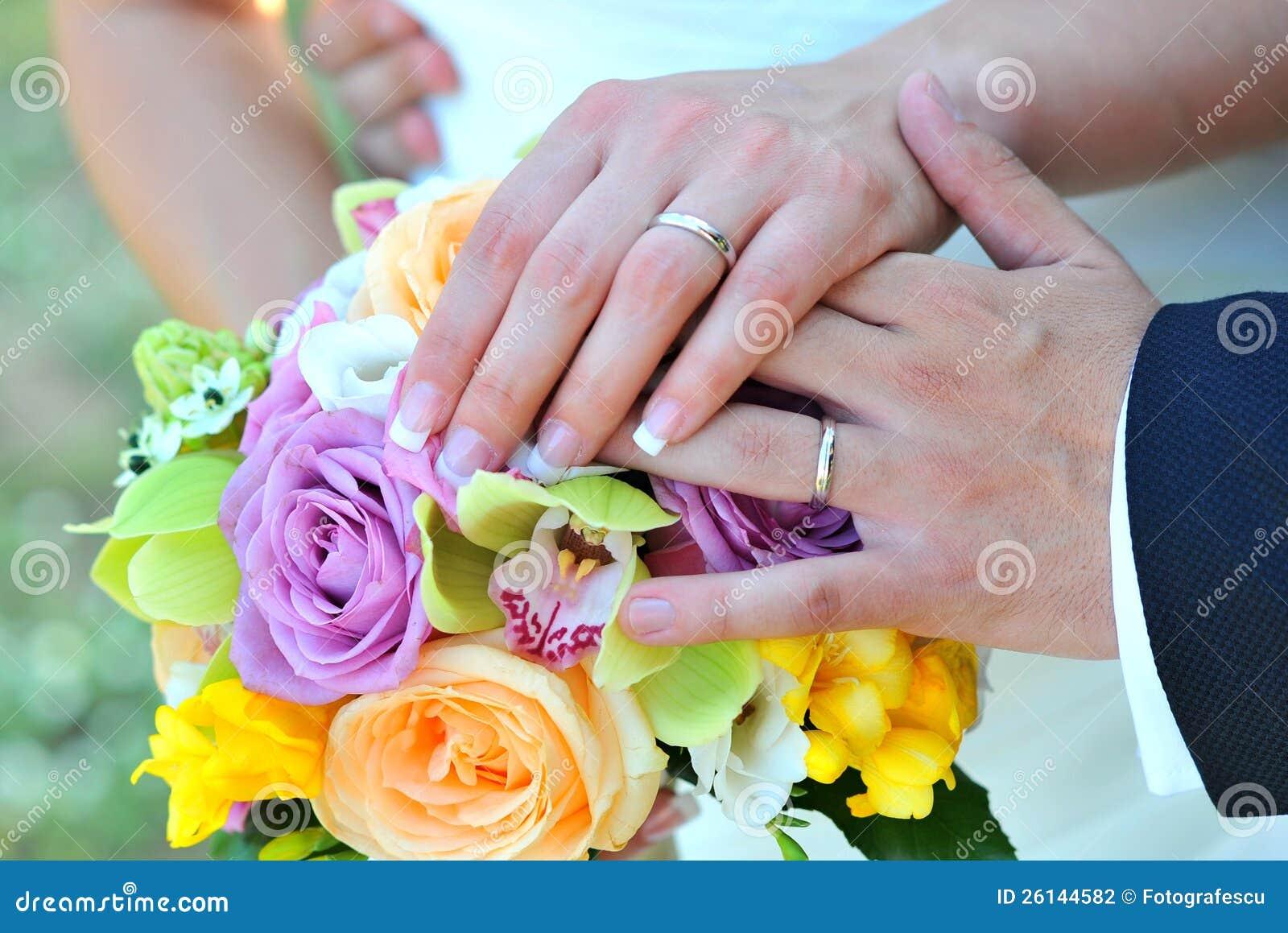 Hochzeitsringe mit Blumen