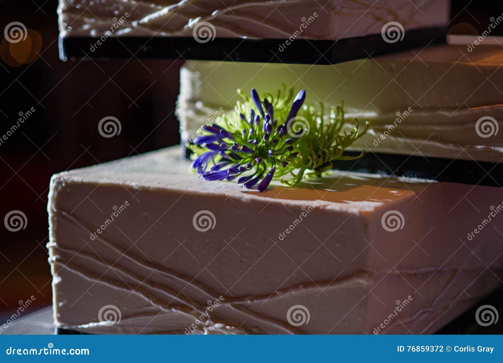 Hochzeitstorte 8 Stockfoto Bild Von Modern Zeilen Orange 76859372