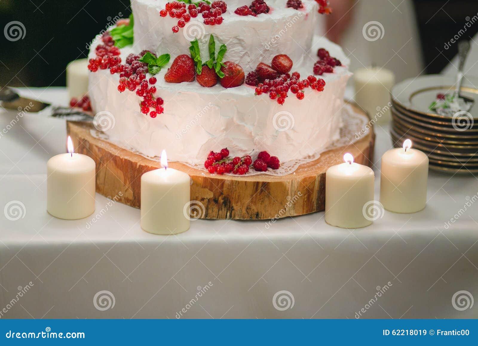 Hochzeitstorte Mit Beeren Stockbild Bild Von Geburtstag 62218019