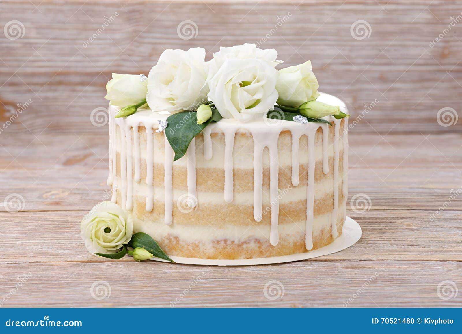 Hochzeitstorte Mit Schonen Blumen Und Einem Eadible Silber Stockfoto