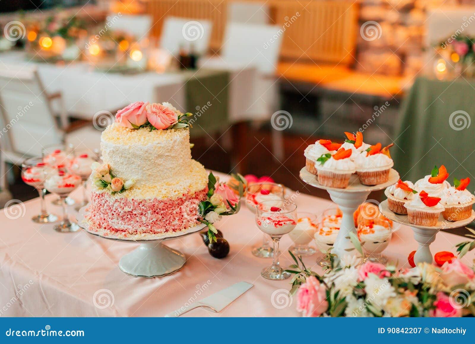 Hochzeitstorte Rustikal Stockbild Bild Von Nachtisch 90842207