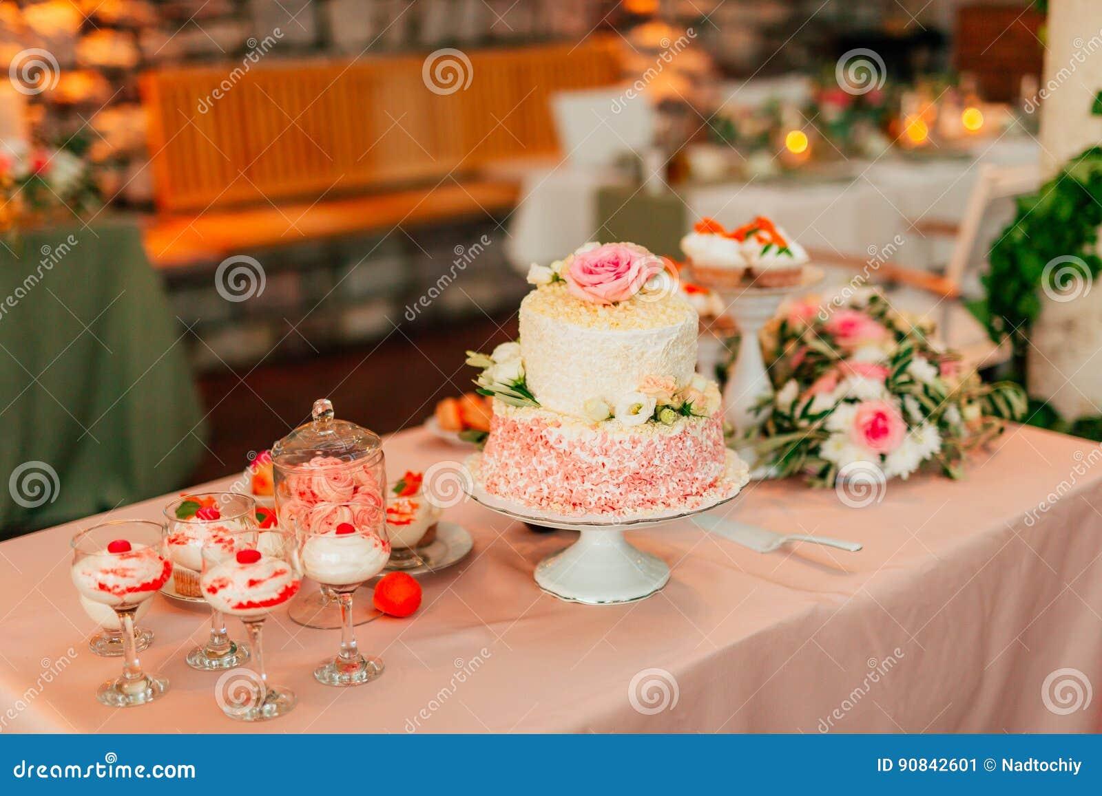 Hochzeitstorte Rustikal Stockbild Bild Von Beere Hintergrund