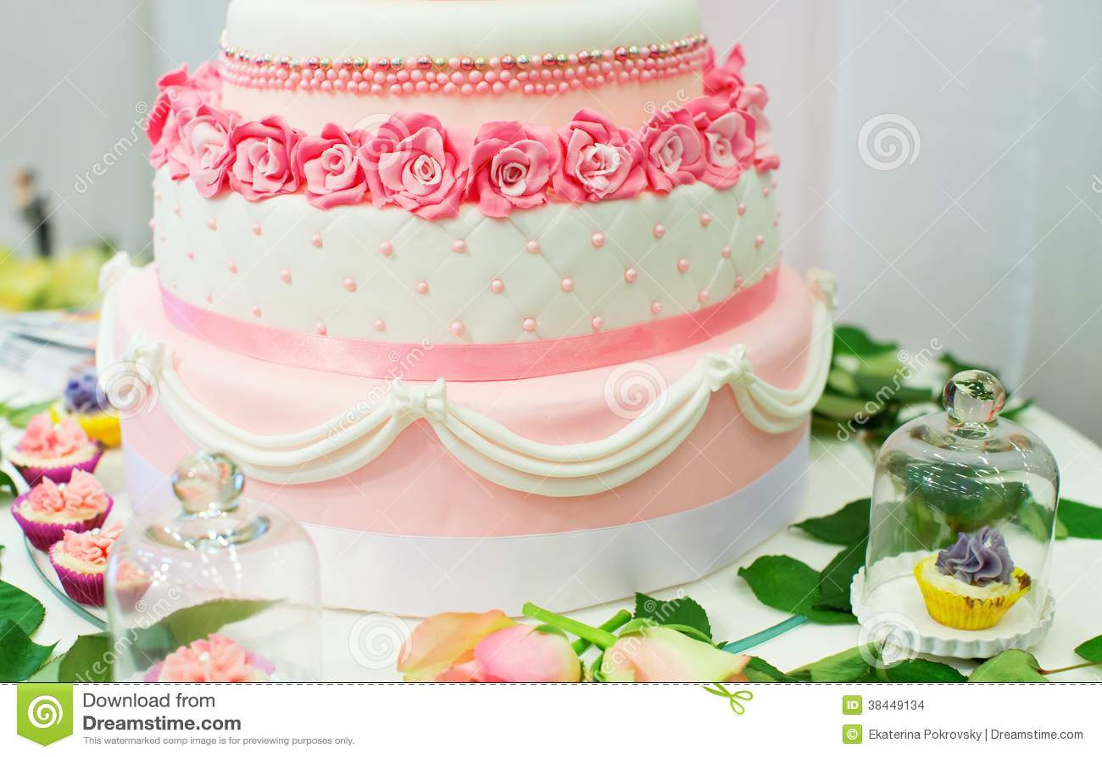 Hochzeitstorte Verziert Mit Rosen Archivbilder Abgabe Des Download