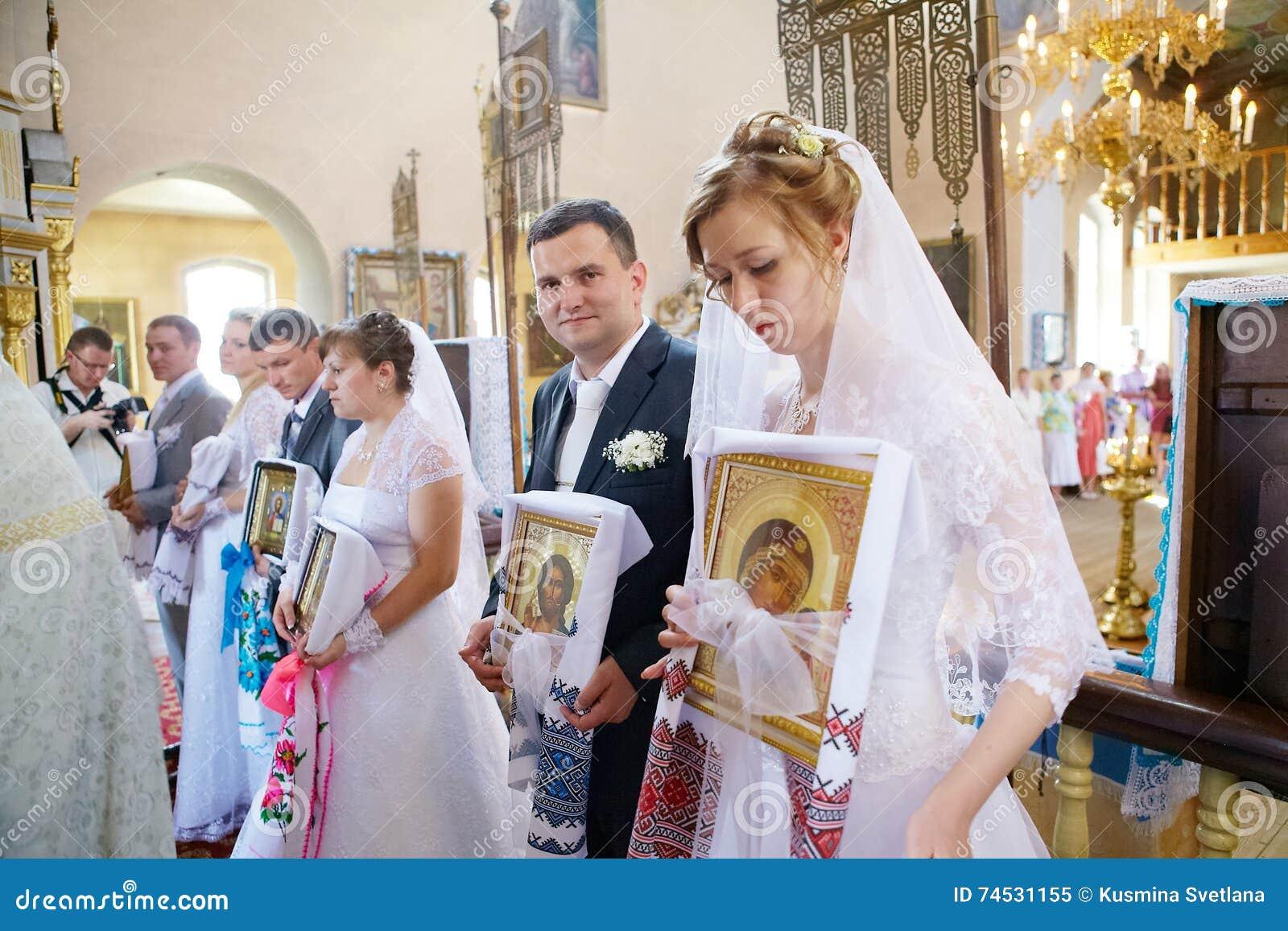 Hochzeitszeremonie In Der Russisch Orthodoxen Kirche Redaktionelles