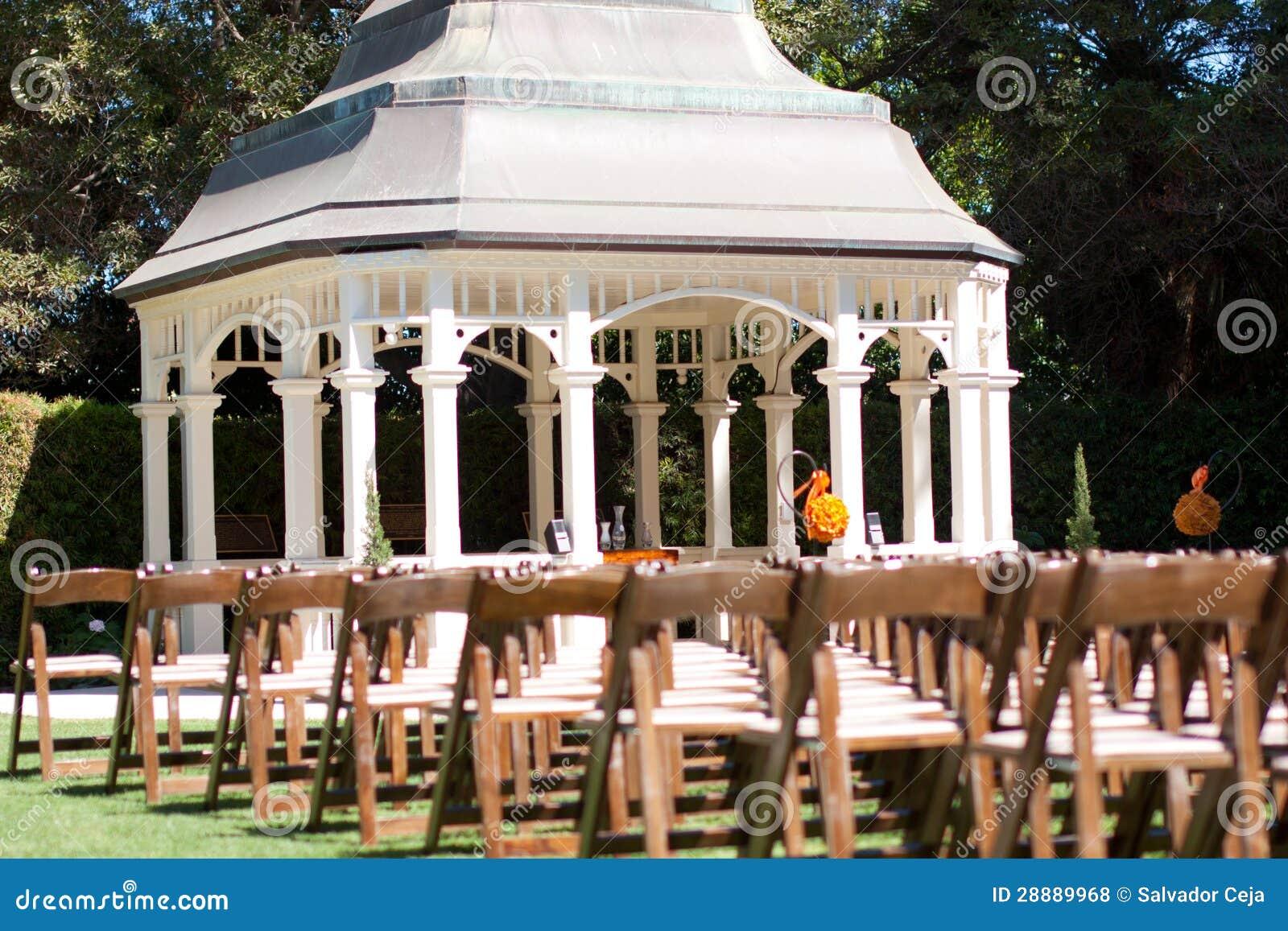 Hochzeitszeremonie Im Garten Stockfoto Bild Von Publikum Garten
