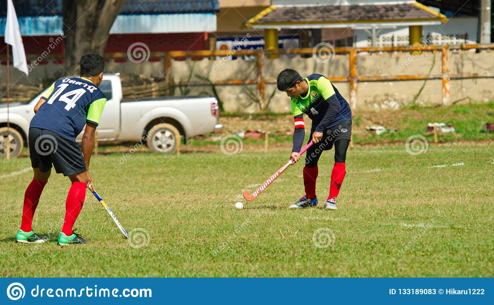 Hockey extérieur Joueur de hockey dans l action pendant les jeux nationaux de la Thaïlande