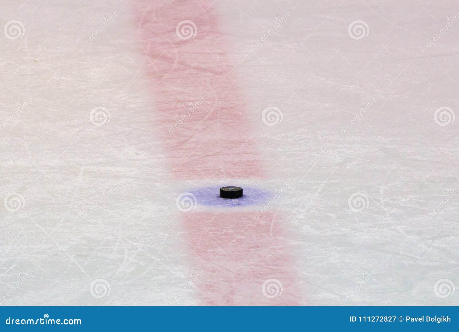 Hockeypuck op ijsstadion