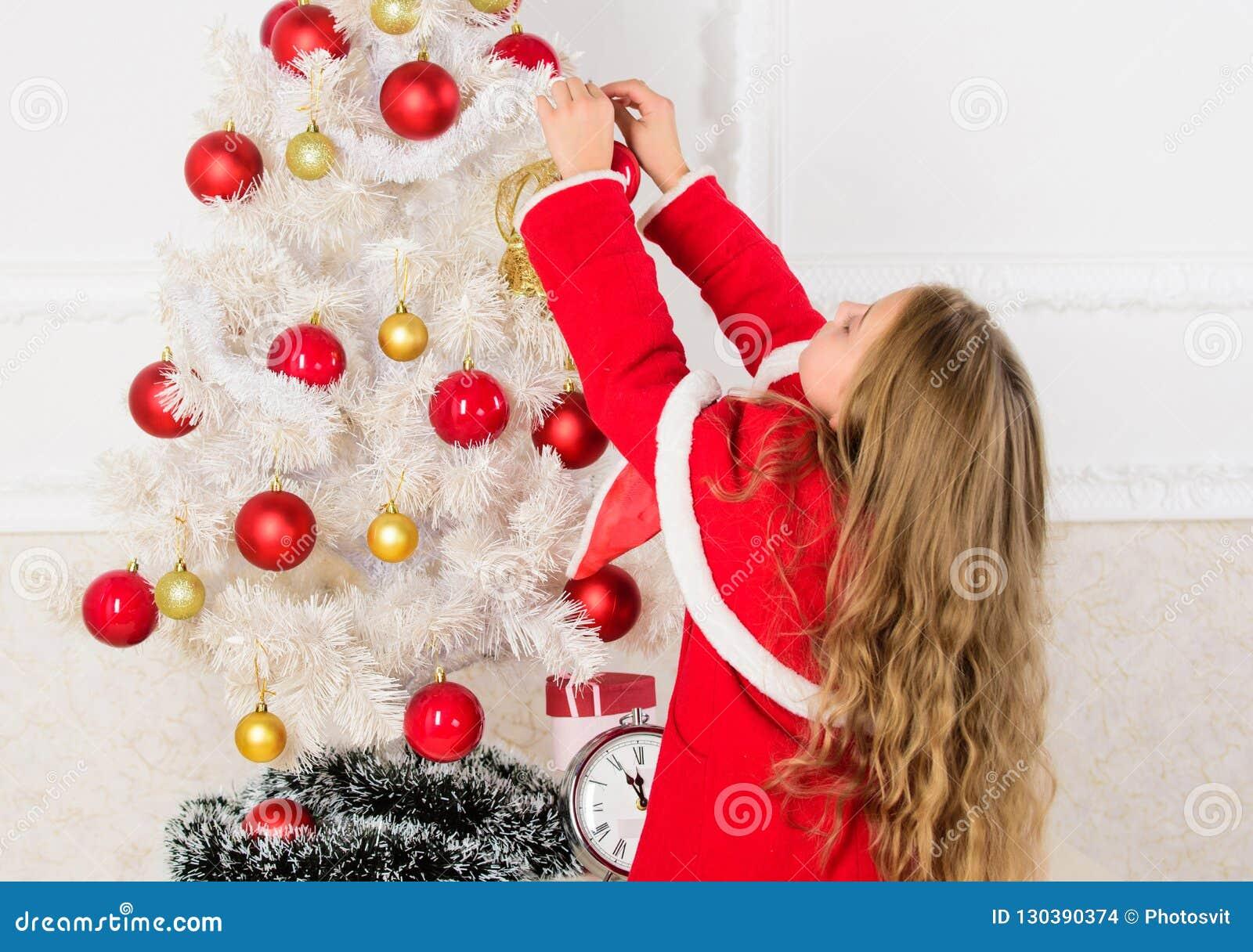 Hoe te om Kerstmisboom met jong geitje te verfraaien Laat jong geitje Kerstmisboom verfraaien Het favoriete deel verfraaien Het k