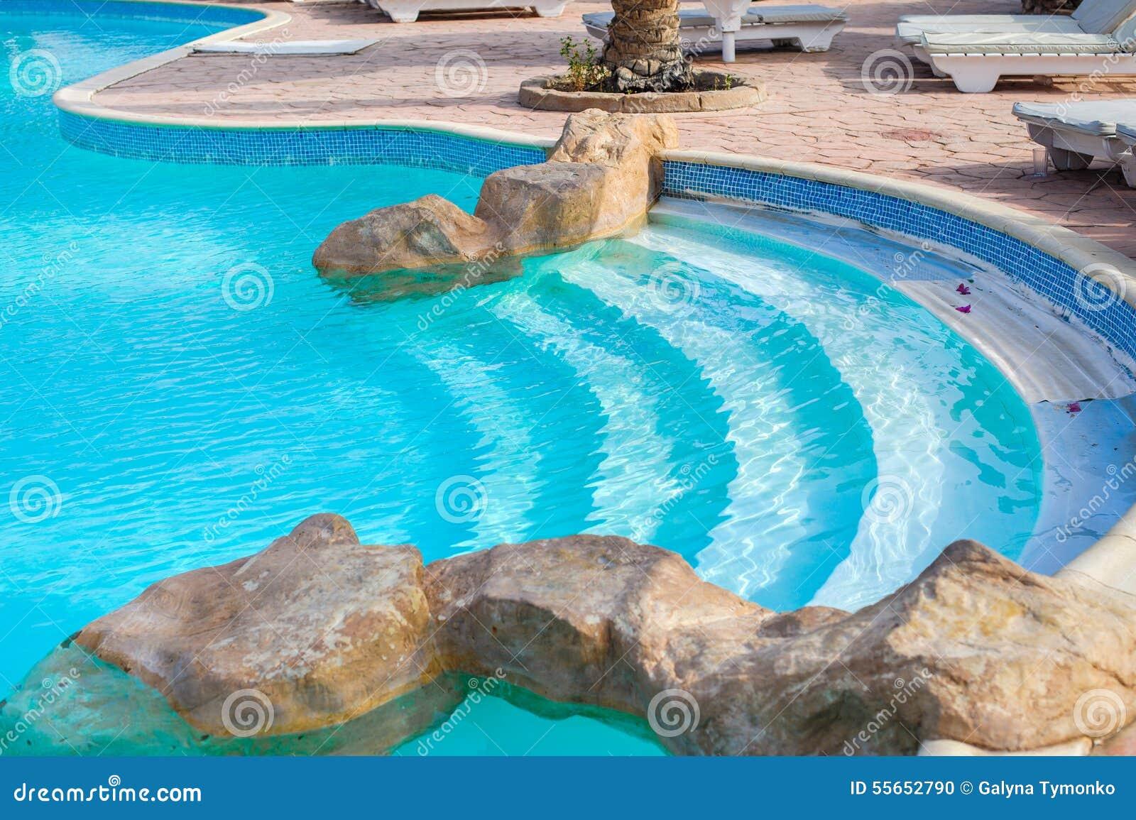 Leo linders zwembaden u zwembad aankleding en omgeving