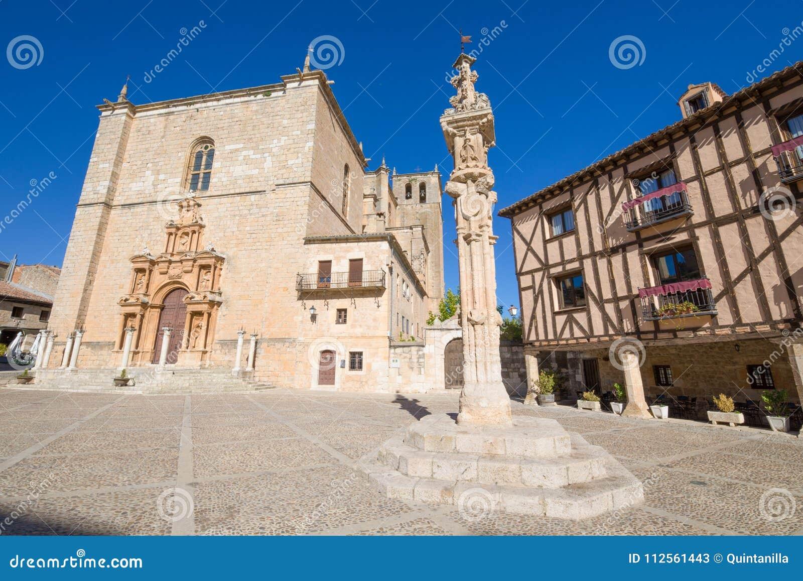 Hof pijler in het hoofdvierkant van Penaranda DE Duero
