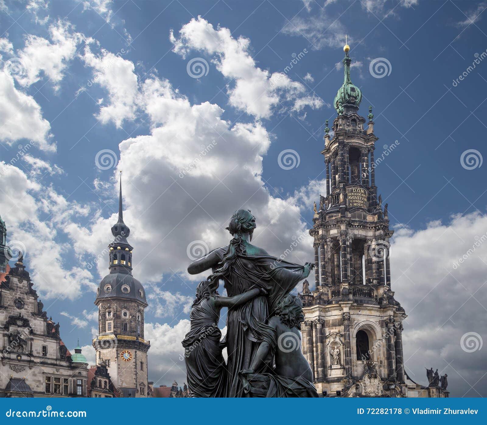 Download Hofkirche или собор святейшей троицы - барочной церков в Дрезден, Sachsen, Германии Стоковое Фото - изображение насчитывающей выпуклины, дворец: 72282178