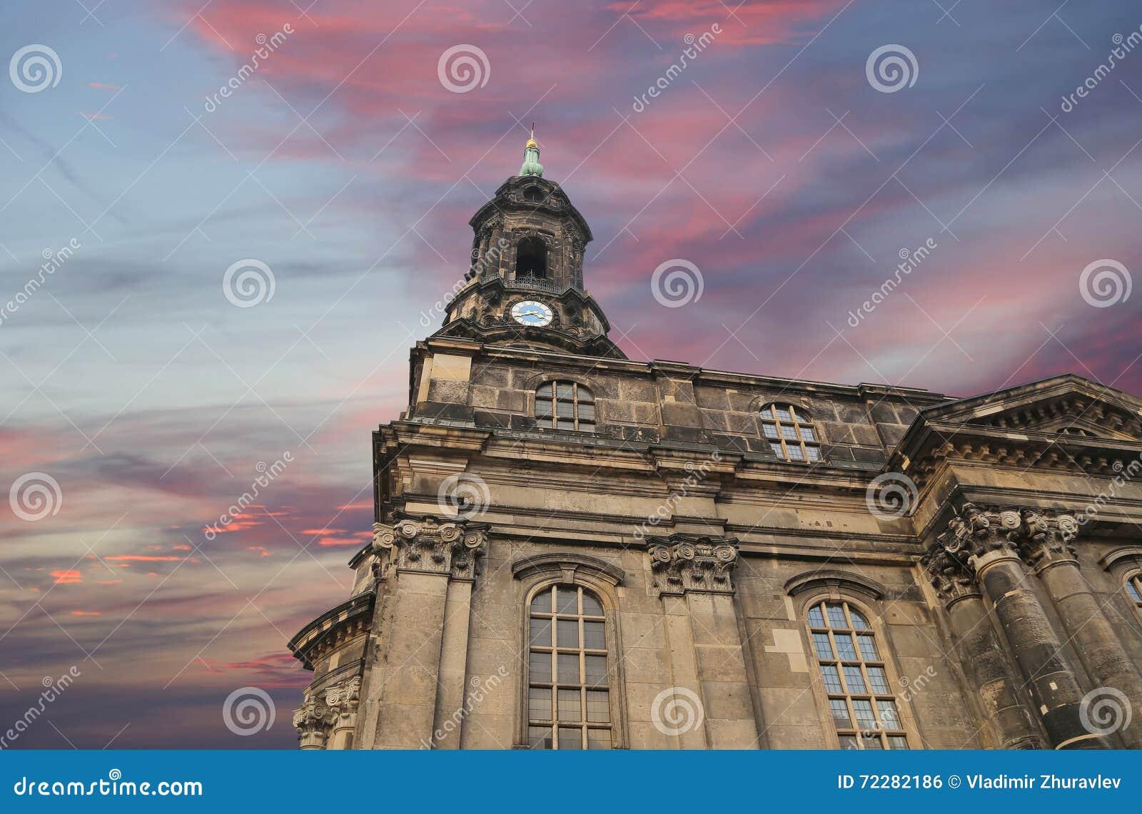 Download Hofkirche или собор святейшей троицы - барочной церков в Дрезден, Sachsen, Германии Стоковое Фото - изображение насчитывающей шариков, святейше: 72282186