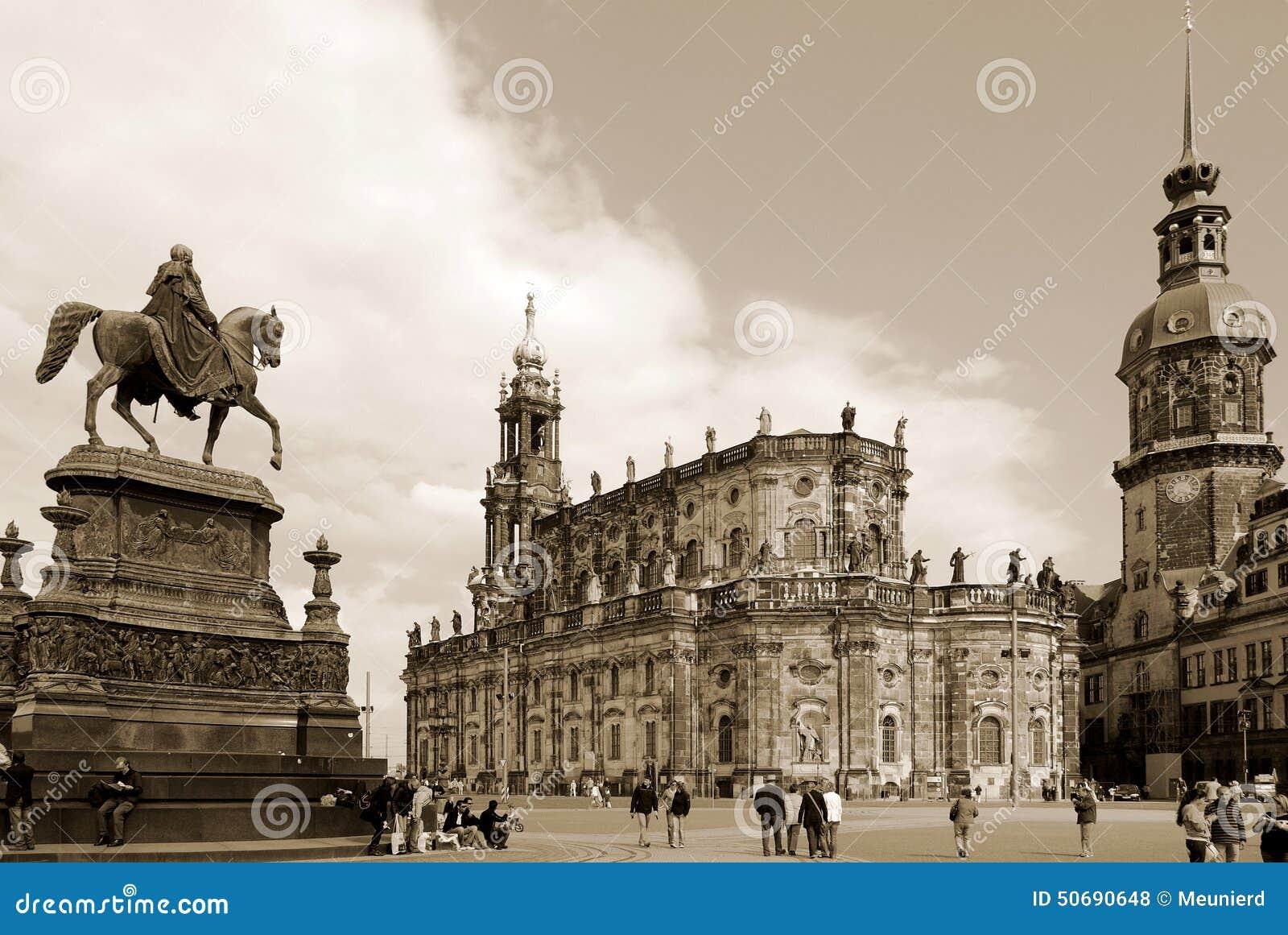 Download Hofkirche 编辑类库存照片. 图片 包括有 著名, 历史记录, 城市, 大教堂, 布琼布拉, 宽容 - 50690648