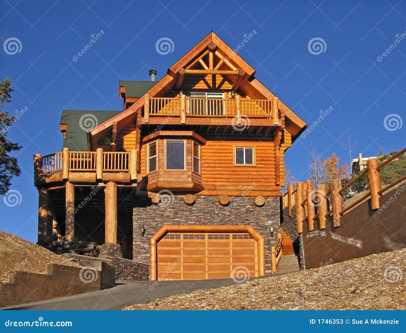 hogar de la cabina de registro exterior con vacaciones perfectas del caliente de la chimenea